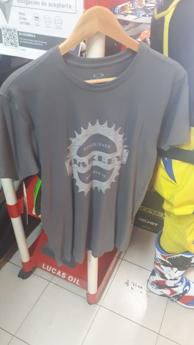 oakley remera casual forged iron talle m