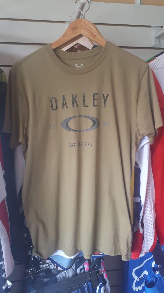 oakley remera casual antique bronze talle M